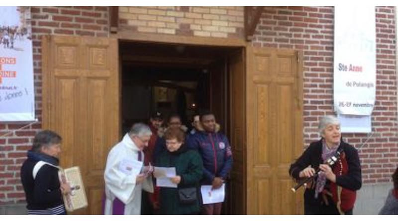Sortie de la messe; fête de sainte-Anne, 11/2016